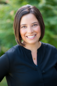 Dr Danielle Lockwood helping patients with thyroid issues in Portland, Oregon